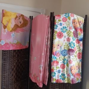 Disney princess set of 2 sheets for single bed and